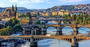 Blick auf die Karlsbrücke und die Altstadt von Prag