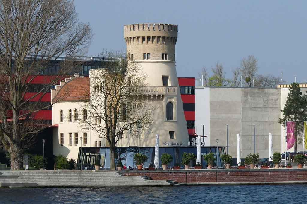 Die Schiffbauergasse am Tiefen See in Potsdam