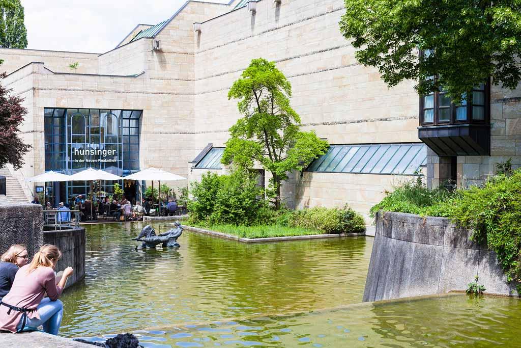 Die Neue Pinakothek in München ist ein Kunstmuseum für moderne und zeitgenössische Kunst