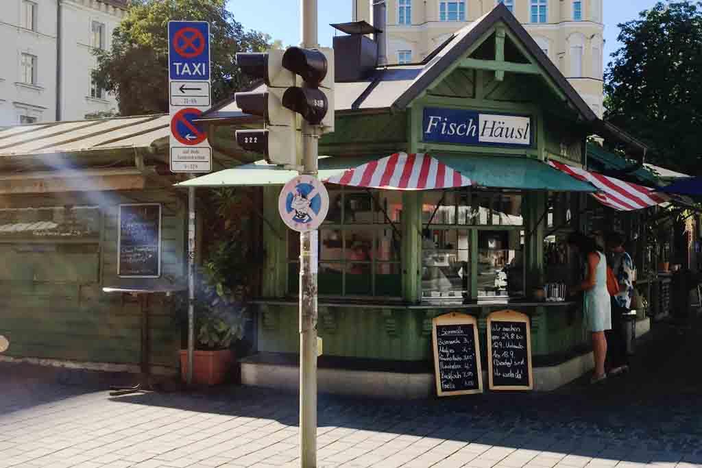 Der Wiener Markt ist einer der vier ständigen Märkte für Lebensmittel und Blumen in München