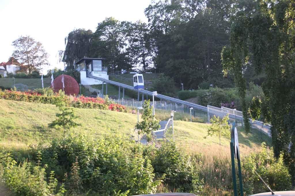 Der Schrägaufzug in Göhren erleichtert den Abstieg zur Promenade