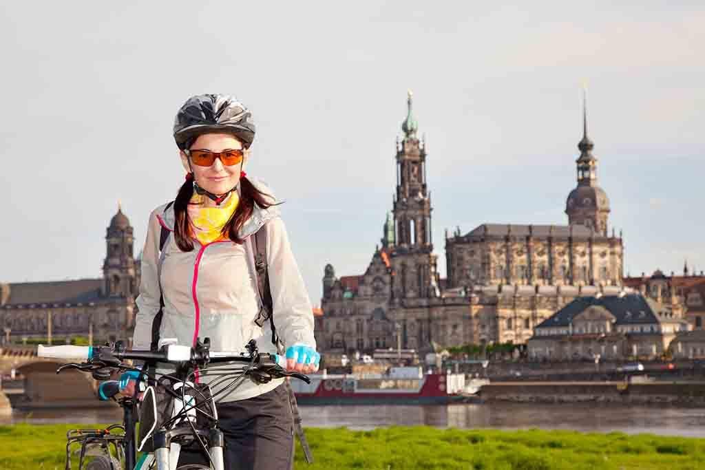 Am Wasser entlang gelangt man auf den Elbradweg nach 26 Kilometern direkt nach Dresden