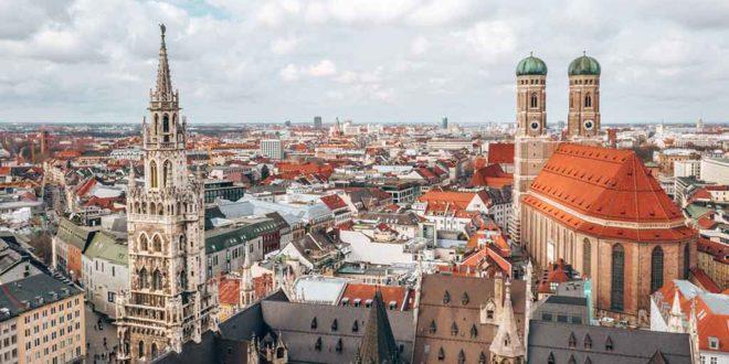 Blick auf die Altstadt insbesondere die Frauenkirche in München