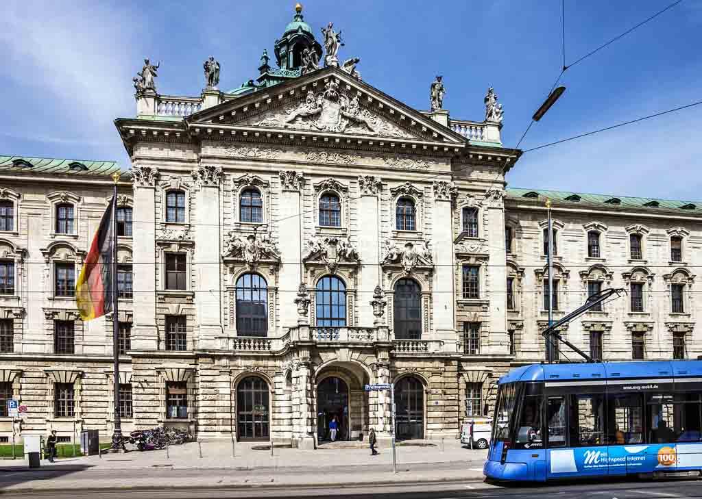 Die Tram 19 führt an den wichtigsten Sehenswürdigkeiten in München vorbei