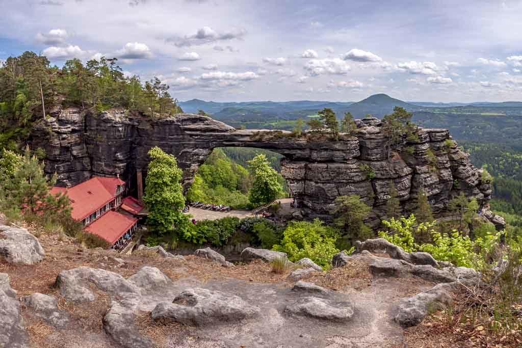 Das Prebischtor ist ein beliebtes Wanderziel der Böhmischen Schweiz, Tschechien
