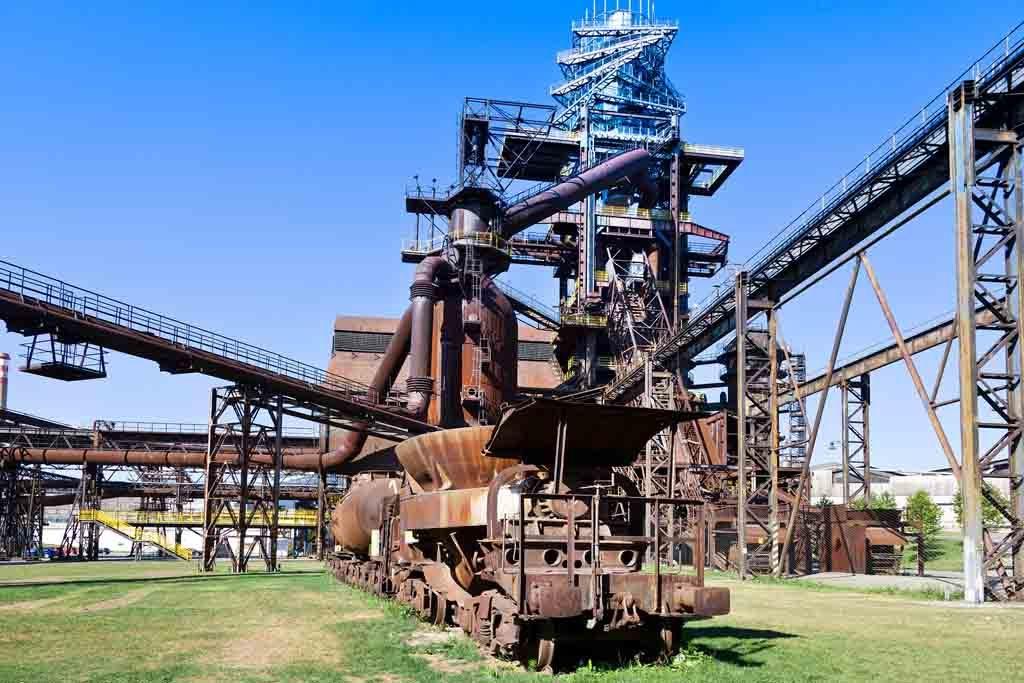 Die ehemaligen Stahlhütten sind ein gigantisches Museum, in dem heute auch Elektro-Festivals stattfinden.