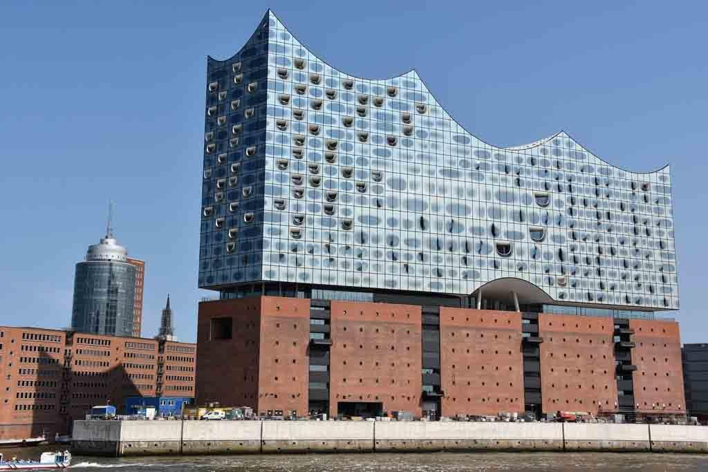 In nur zwei Jahren nach der Eröffnung verzeichnet die Plaza der Elbphilharmonie in Hamburg schon 8,3 Millionen Besucher