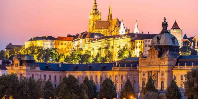 Die Prager Burg auf dem Hradschin ist das größte geschlossene Burgareal der Welt