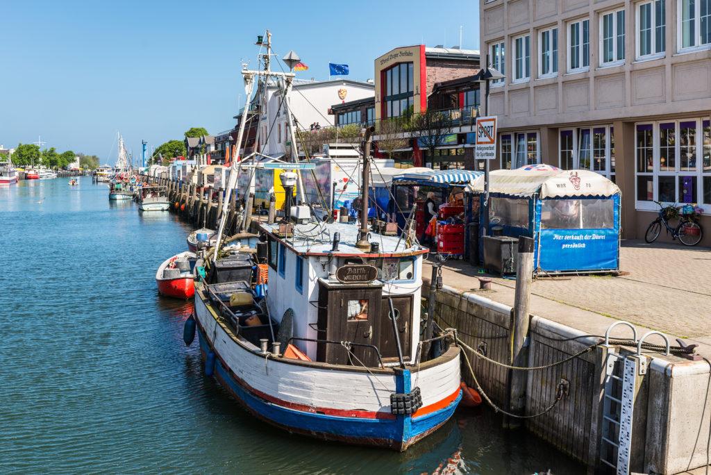 Der Fischmarkt am Alten Strom in Warnemünde
