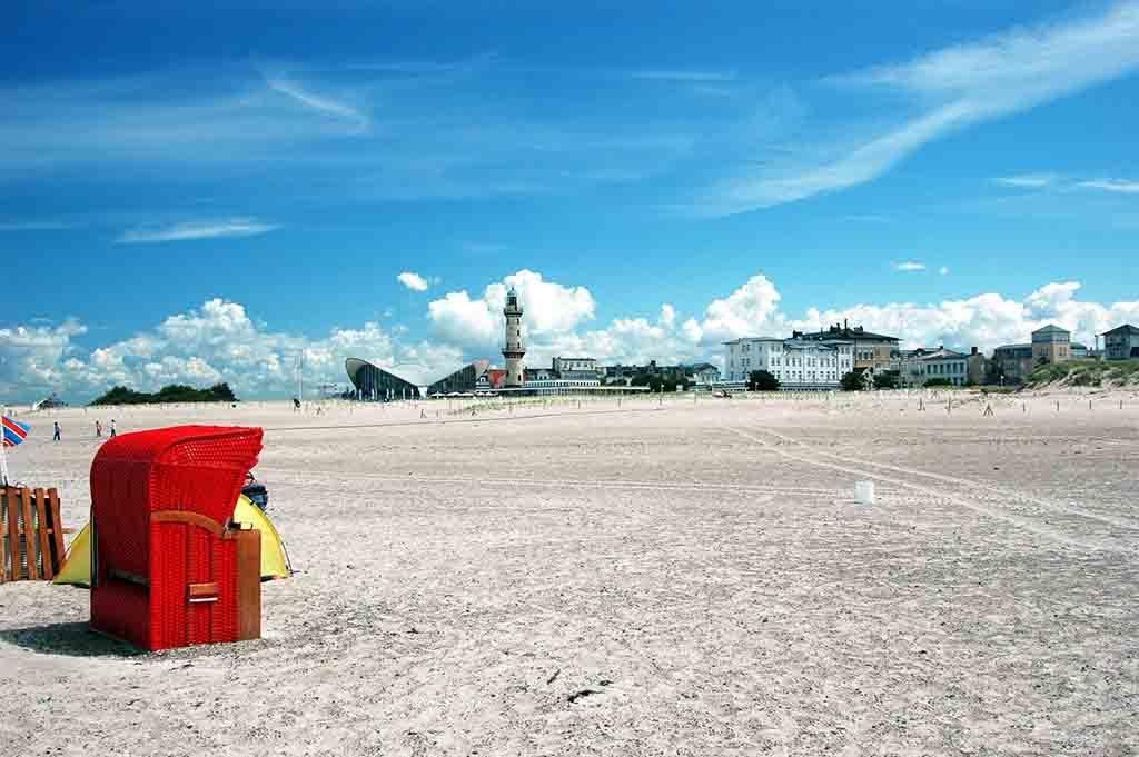 Warnemünde hat den größten Sandstrand an der deutschen Ostseeküste
