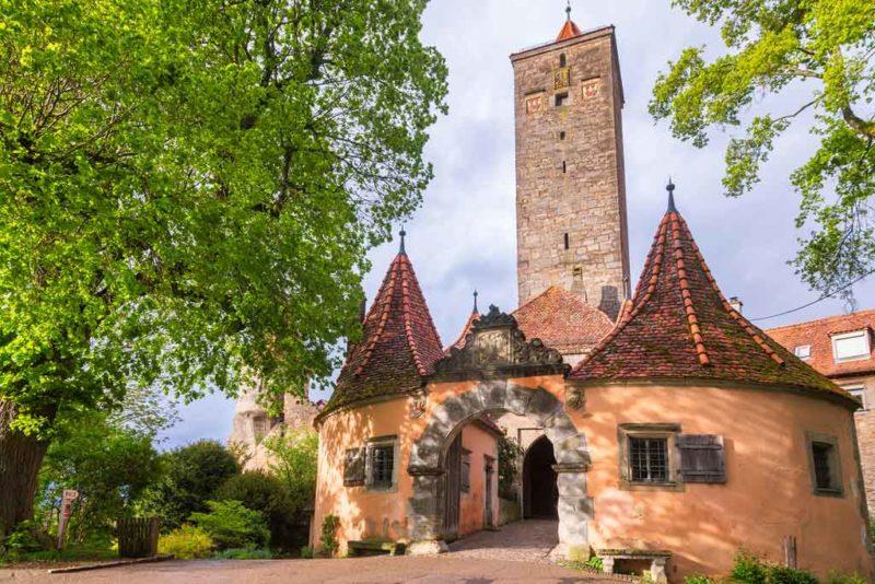 Das Rödertor markiert den südöstlichen Eingang zur Altstadt von Rothenburg ob der Tauber