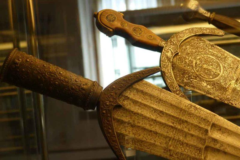 Im Reichstadtmuseum gibt es eine große Sammlung von Waffen und Rüstungen