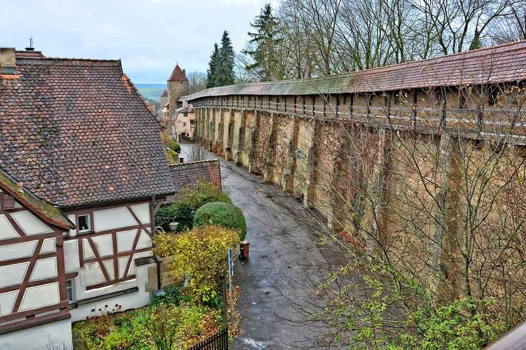 Rund vier Kilometer umschließt der Rothenburger Turmweg die Altstadt