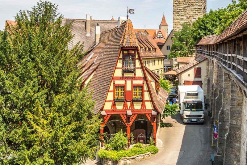 Die Gerlachschmiede gehört zu den schönsten Fachwerkbauten in Rothenburg ob der Tauber