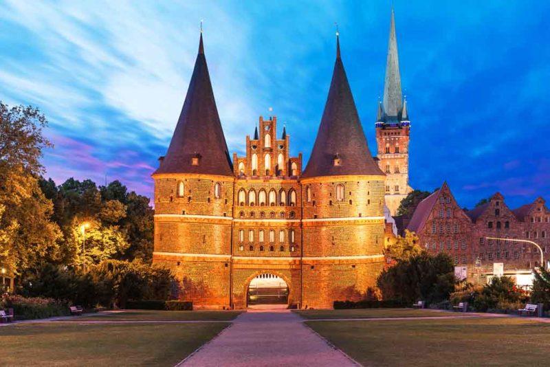 Das Holstentor gilt neben den sieben Türmen als Wahrzeichen von Lübeck