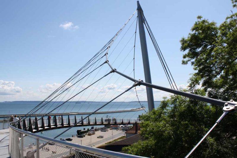 Hängebrücke verbindet die Innenstadt mit dem Hafen