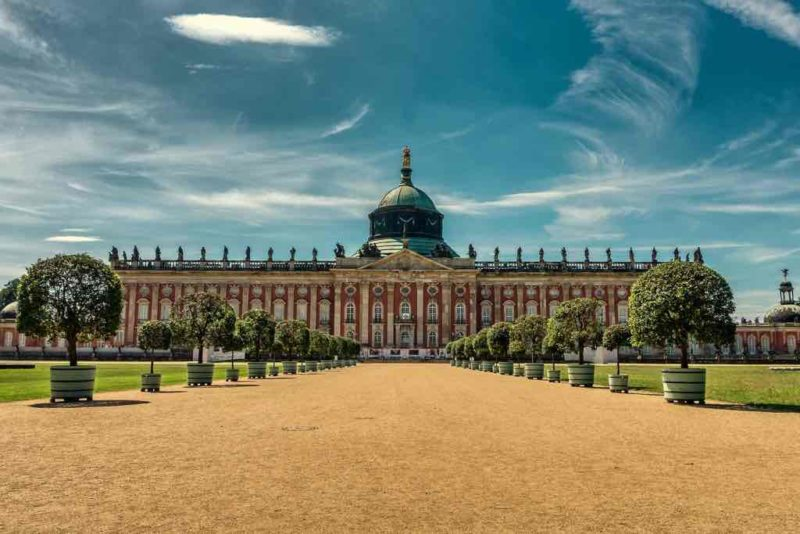 Das Neue Palais befindet sich an der Westseite des Parks Sanssouci in Potsdam