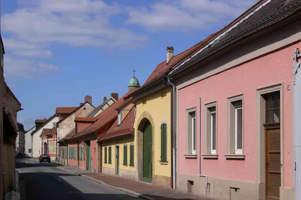 Die bunt getünchten Gärtnerhäuser im Gärtnerviertel von Bamberg