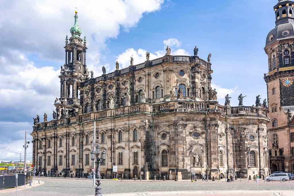 Die Kathedrale von Dresden (Katholische Hofkirche) auf dem Theaterplatz