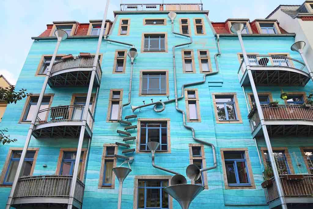 Der Hof der Elemente in der Dresdner Kunsthofpassage