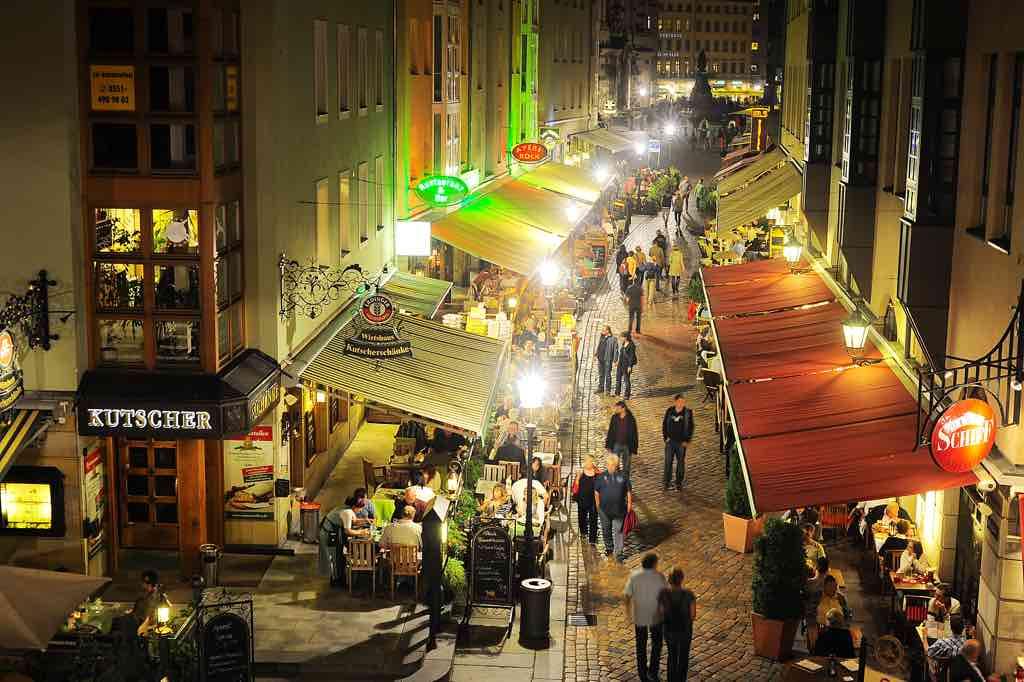Die Münzgasse ist Dresdens älteste Gastronomie- und Flaniermeile