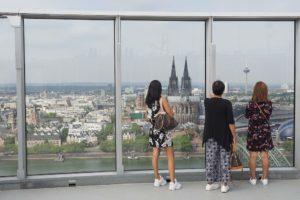 Blick von der Aussichtsplattform der Koelntriangle Wolkenkratzers