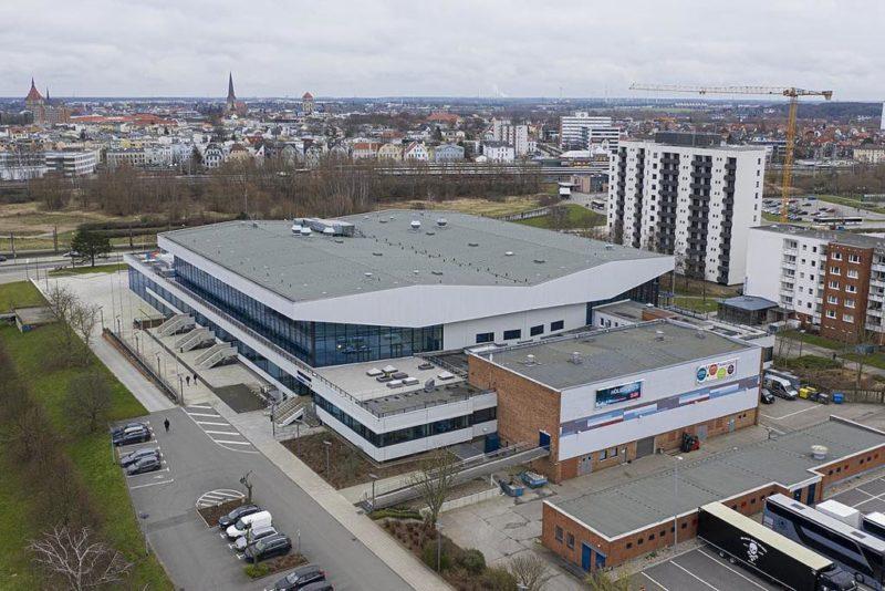 Blick auf die Stadthalle von Rostock
