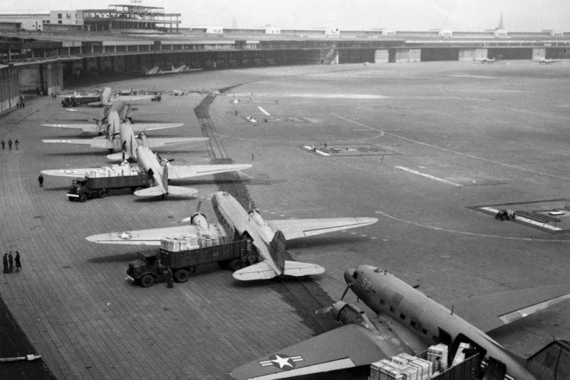 Die Rosinenbomber auf dem Flughafen Tempelhof, 1948