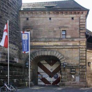 Der Eingang zum Handwerkermarkt am Frauentorturm