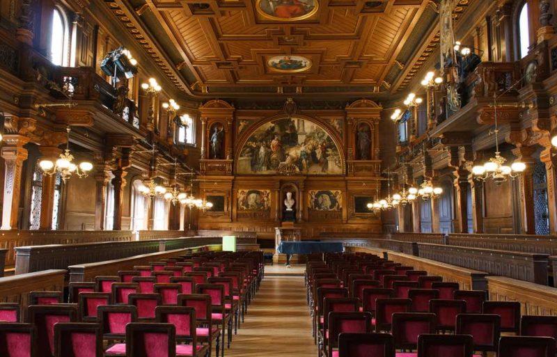 Nein das ist nicht der Speisesaal von Hogwarts, sondern das Theater der Universität Heidelberg