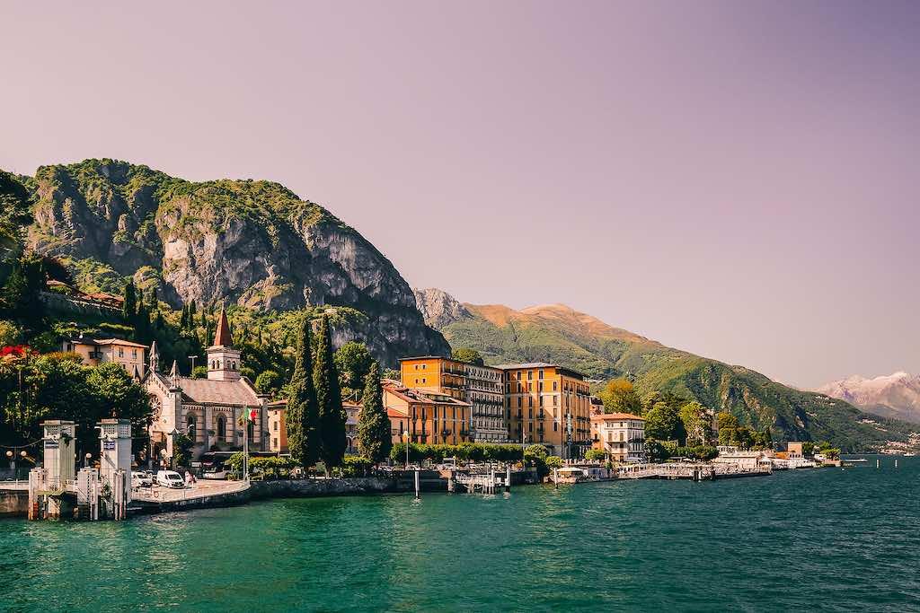 Blick auf die Uferpromenade von Tremezzo am Comer See