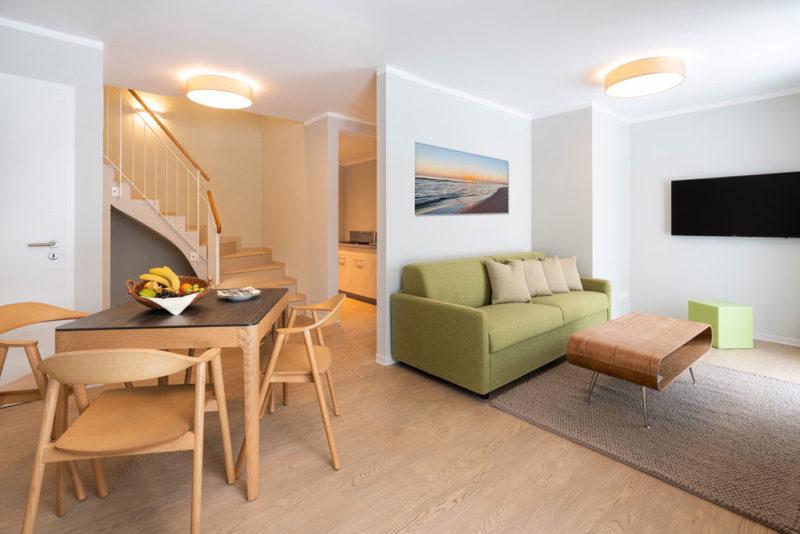 Blick in den Wohnbereich im Suitenhaus © SEETELHOTEL Kinderresort Usedom