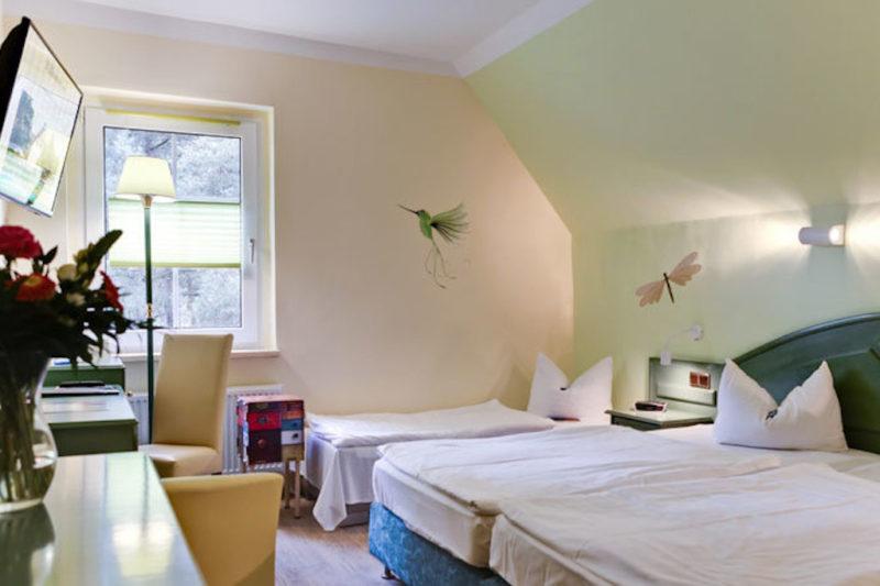 Das einfache Doppelzimmer ist rund 22 m² groß © SEETELHOTEL Kinderresort Usedom